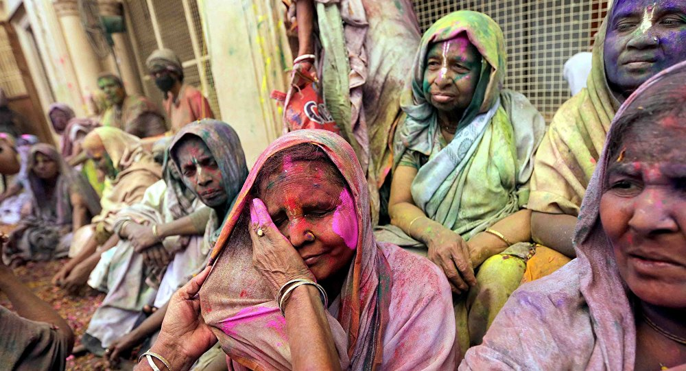 Indian widows participate in a celebration of the Holi festival in Vrindavan, Uttar Pradesh, India, 21 March 20